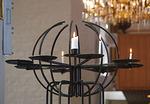 Lähetyskynttelikköön voit itse sytyttää kynttilän.