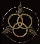 Kolme toisiinsa limittyvää ympyrää kuvaa Pyhää Kolminaisuutta. Ykstyiskohta kasukasta vuodelta 1928.<br>