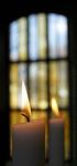 Elävät kynttilät ovat tärkeä osa kirkon tunnelmaa.