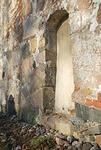 Vanha kuoriin johtava papinovi on muurattu umpeen.