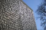 Sankarivainajien muistomerkkiin on kirjoitettu kaikkien sodissa 1939-44 kaatuneiden kirkkonummelaisten nimet.