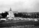 Kirkko ja kirkkotallit 1900-luvun alussa<br>Kuva: Museovirasto